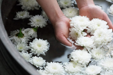 Hyatt-Spa-Foot-Bath-Flowers-Thumbnail